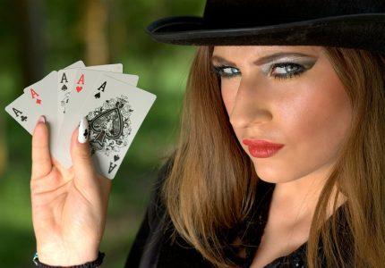 girl-cartes-poker